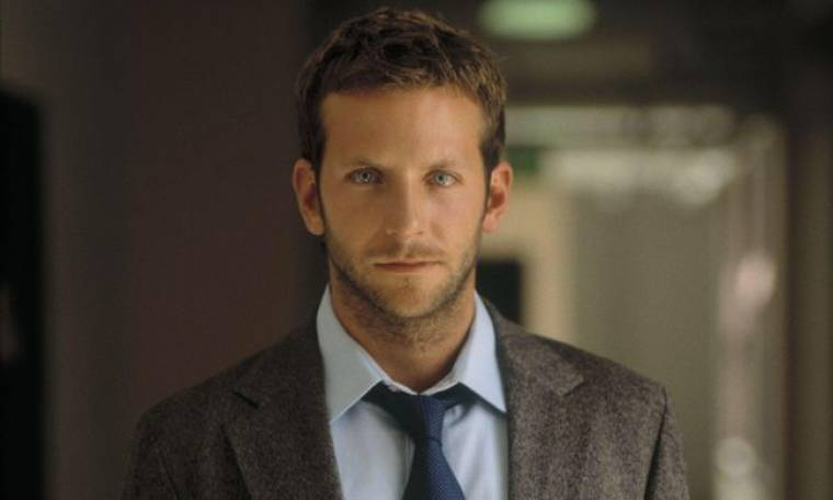 Bradley Cooper: Δείτε τον γυμνό και χωρίς ρετούς στο παράθυρο!
