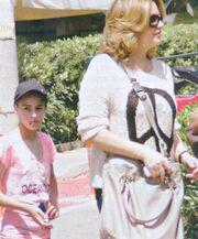 Άντζελα Γκερέκου: Γεύμα με την κόρη της στην Βουλιαγμένη