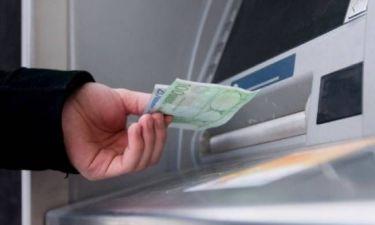 Προσοχή:«Κλέβουν» στοιχεία καρτών και «αδειάζουν» λογαριασμούς από ΑΤΜ