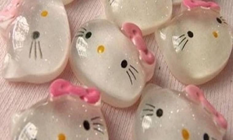 Ενθέματα στήθους Hello Kitty! Τι άλλο θα δούμε;