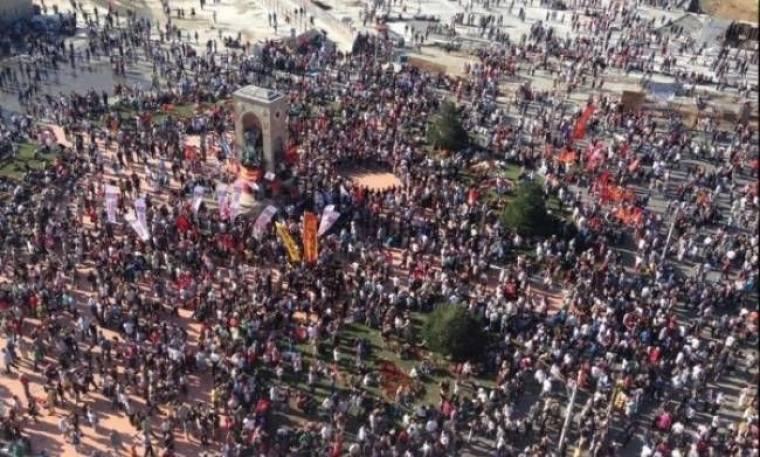 «Βούλιαξε» η πλατεία Ταξίμ από τους διαδηλωτές