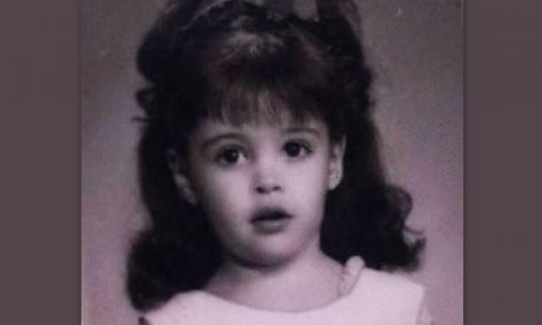 Ποια είναι το όμορφο μελαχρινό κοριτσάκι της φωτογραφίας;