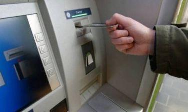 «Χειροπέδες» για ύποπτες αναλήψεις χρημάτων από ΑΤΜ Τραπεζών