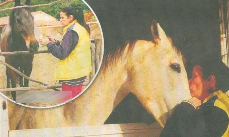 Η κόρη της Έλενας Ναθαναήλ και η συνταρακτική ιστορία με το άλογο της μητέρας της