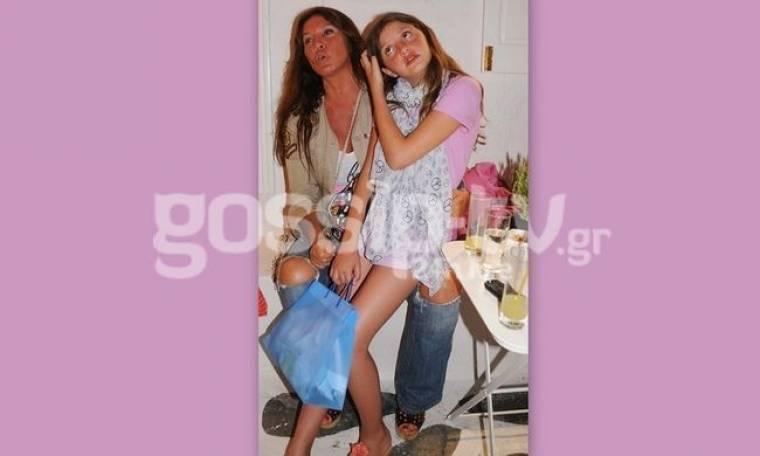 Η Βάνα Μπάρμπα στην Μύκονο με την κόρη της