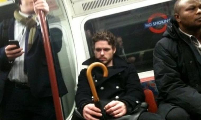 Ο «Robb Stark» από τη σειρά Game of Thrones πήρε το μετρό