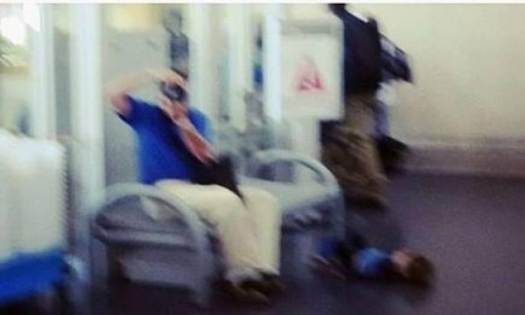 Παράτησε το παιδί του στο πάτωμα για να φωτογραφήσει πασίγνωστη ηθοποιό!
