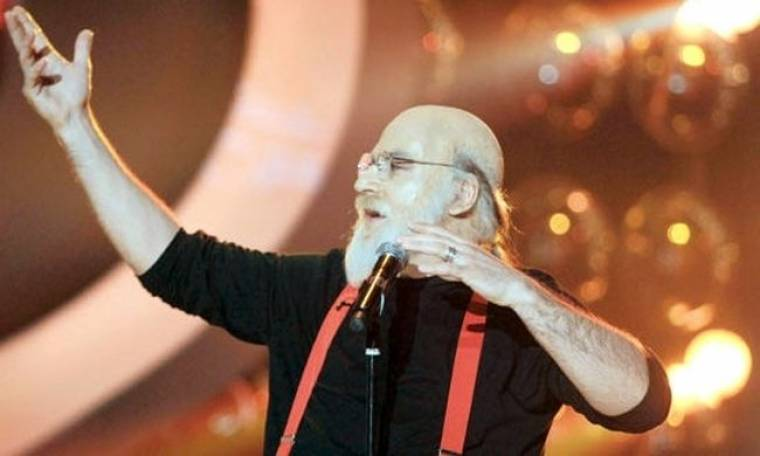 Κρατερός Κατσούλης: «Ο Διονύσης Σαββόπουλος μου είπε αν θέλω, να τον αντικαταστήσω σε κάποιες συναυλίες του»