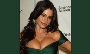 Τι κόλπο χρησιμοποιεί η Sofia Vergara για να μην κοιτούν το στήθος της