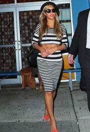 Η Beyonce διέψευσε τις φήμες περί εγκυμοσύνης δείχνοντας τη κοιλιά της