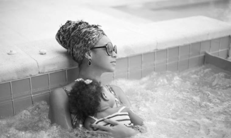 Μπιγιονσέ: Χαλαρώνει με την κόρη της σε τζακούζι!