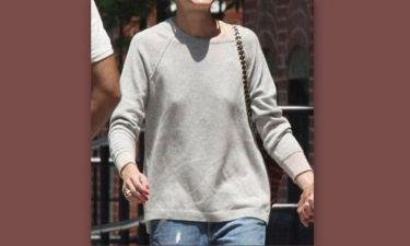 Ποια celebrity τράβηξε πάνω της τα βλέμματα βγαίνοντας έξω χωρίς σουτιέν;