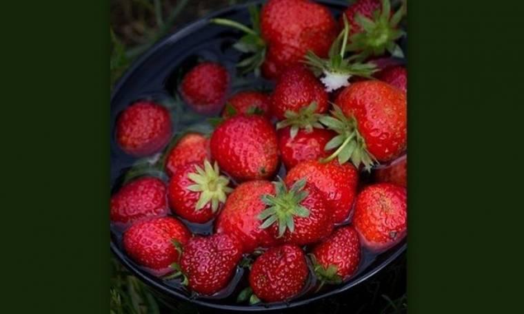 Φτιάξτο μόνη σου: Scrub για τα χέρια και τα πόδια με φράουλες