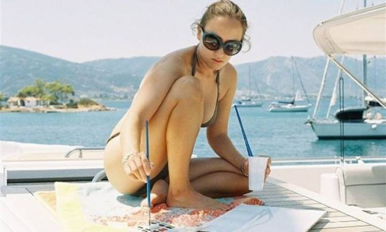 Δάφνη Κωστοπούλου: «Είμαι περισσότερο γλύπτρια παρά ζωγράφος γιατί βλέπω πολύ εύκολα την τρίτη διάσταση»