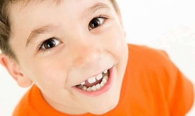 «Βγήκε» το μπροστινό δόντι του παιδιού μου από τραύμα! Τι πρέπει να κάνω;