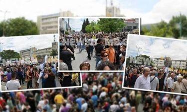ΕΡΤ: Πλήθος κόσμου στη συγκέντρωση διαμαρτυρίας για το κλείσιμο