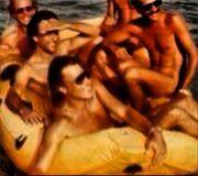 Ο Ηλίας Ψινάκης γυμνός... σε μία βάρκα! (φωτό)