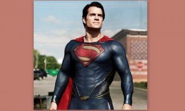 Κι όμως, ανακαλύψαμε τον superman γυμνό. Δείτε τον!