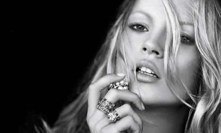 Kate Moss: Γυμνή για χάρη του Hugh Hefner