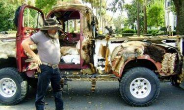 Εικόνες φρίκης: «Διακόσμησε» το αυτοκίνητό του με 50 πτώματα ζώων