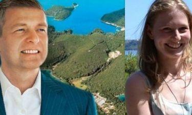 Έρχονται στο Σκορπιό τη Δευτέρα ο Ντμίτρι Ριμπολόβλεφ με την κόρη του για διακοπές