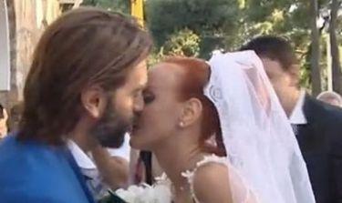 Ιωακείμ Φωκάς: Ντύθηκε γαμπρός και αφιερώνει τραγούδι στην γυναίκα του!