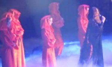 VMA: Η Γαρμπή με μαύρο κορμάκι και δαντέλα «έβαλε φωτιά» στη σκηνή!