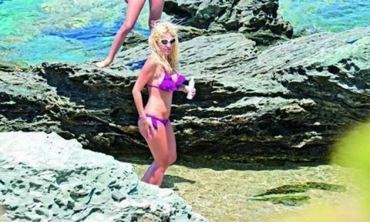 Μενεγάκη-Παντζόπουλος: Έφτιαξαν «κρησφύγετο» στην παραλία, στα Άχλα για να αποφεύγουν τους παπαράτσι