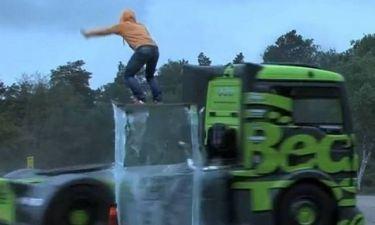 Αυτό το... φορτηγό θα σας «τρελάνει» (video)