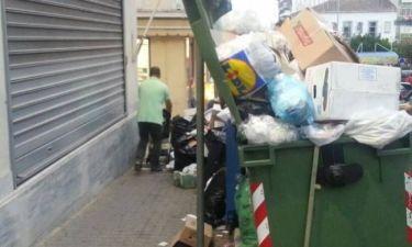 Λαμία: Σπρώχνεις τα σκουπίδια με το καροτσάκι για να περάσεις