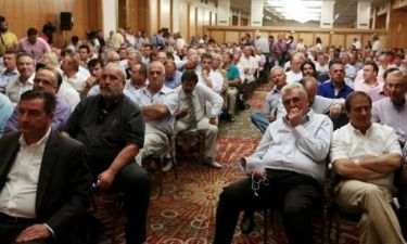 Χάος στη συνεδρίαση της ΚΕΔΕ-Παραιτούνται ο ένας μετά τον άλλον