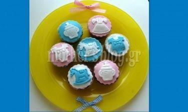 Φτιάξτε μόνοι σας cupcakes για τη βάπτιση του παιδιού σας!