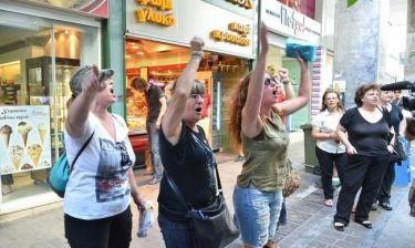 Αποδοκίμασαν τον Σόιμπλε έξω από το υπουργείο Οικονομικών (pics-vid)