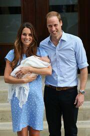 Οι πρώτες φωτογραφίες της Middleton με το μωρό