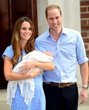 Kate Middleton- Πρίγκιπας William: Νέες φωτογραφίες με το μωρό τους και τα πρώτα λόγια τους!