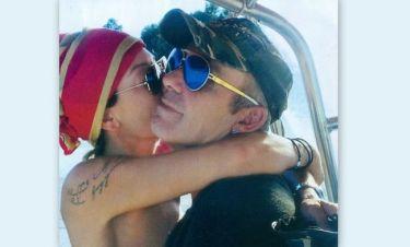 Ρόκκος-Γκόφα: Φιλιά στο σκάφος και παιχνίδια με τα σκυλιά τους στην θάλασσα