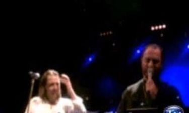 Ο παπά Στρατής τραγούδησε on stage με τον Γιάννη Κότσιρα!