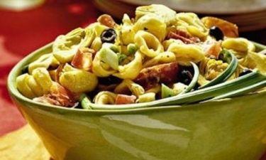 Σαλάτα για όλους: Τορτελίνια με λαχανικά, μυρωδικά και φέτα