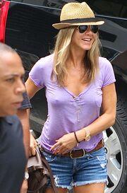 Δίχως σουτιέν η Jennifer Aniston!