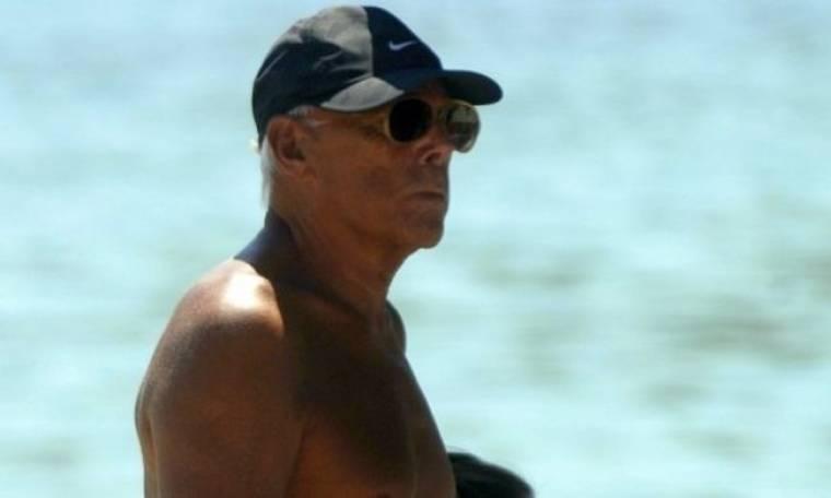 Giorgio Armani: Ατύχημα στην παραλία του Μητσοτάκη