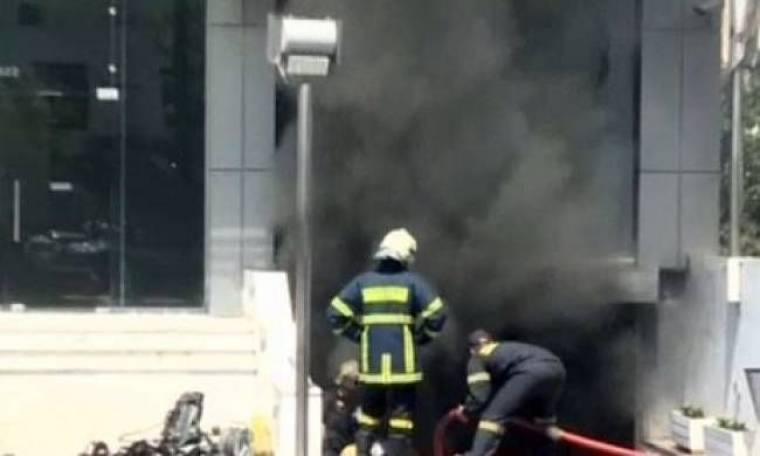 Βίντεο: Μεγάλη φωτιά σε κτίριο στην Καλλιθέα