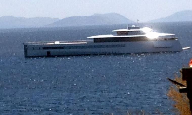 Το εκπληκτικό Mega Yacht, που παρήγγειλε ο Steve Jobs πριν τον θάνατό του και ποτέ δεν είδε, βρίσκεται στην Βουλιαγμένη!