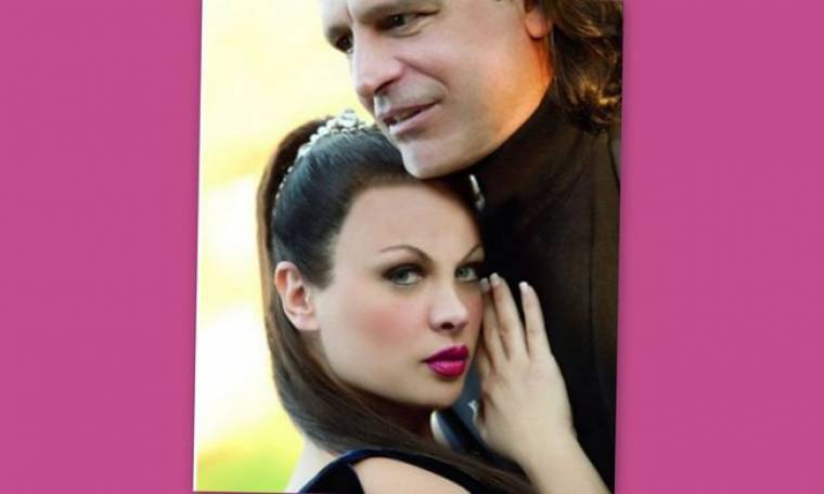 Δυναμικό come back για τη Νένα Χρονοπούλου με ερωτικό βιβλίο