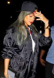 Η Rihanna με  νέο look