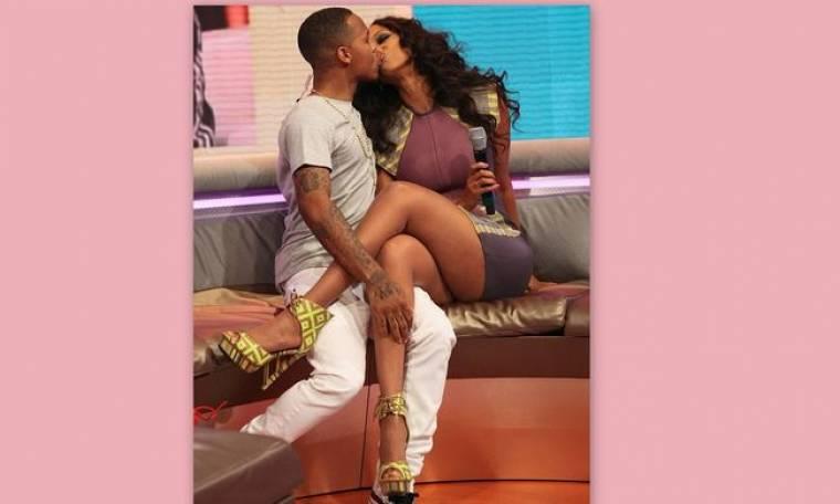 Το «καυτό» φιλί της Tyra Banks στον Bow Wow on air!