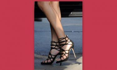 Τα καλλίγραμμα πόδια της…. (φωτό)