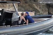 Τα «καυτά» φιλιά του Leonardo DiCaprio με τη νέα του σύντροφο