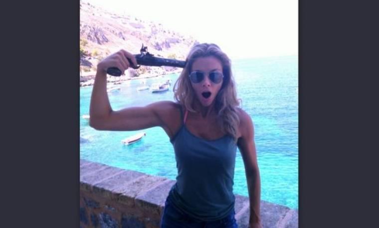 Ερωτευμένη και με το πιστόλι στον κρόταφο η…  Ρια Αντώνιου