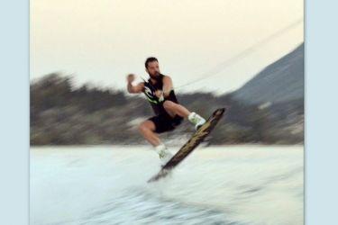 Ο Κωνσταντίνος Αργυρός κάνει kitesurf στη Λευκάδα!