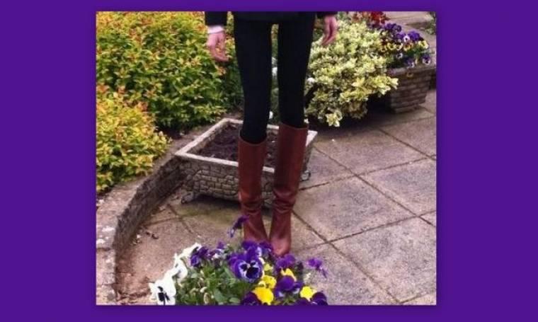 ΣΟΚ: Κι όμως αυτά τα πόδια δεν είναι της Καραγιάννη. Είναι της Τζούλιας Αλεξανδράτου (Nassos blog)